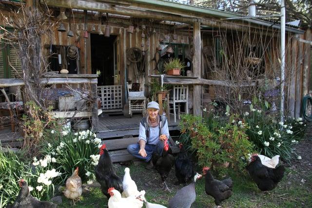 Conheça a mulher que vive há mais de 30 anos de sua horta e gasta U$80 por semana 2
