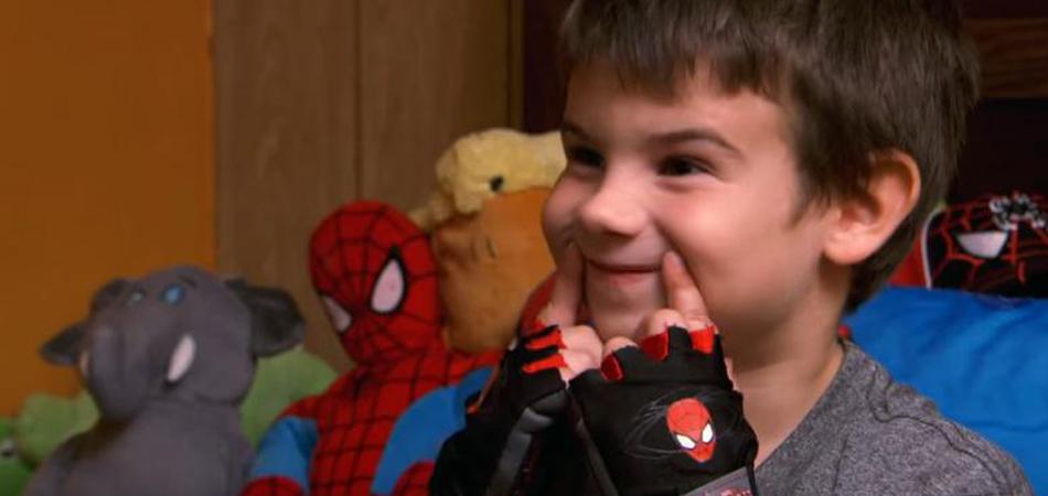 Após perder os pais, menino decide ir às ruas para coletar sorrisos 7