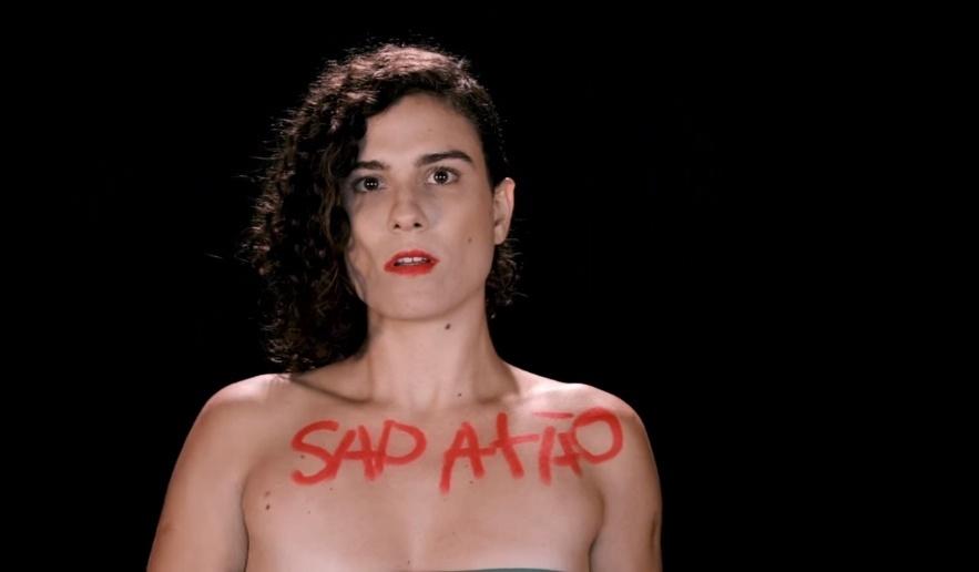 mulheres-pintam-boca-e-corpo-em-clipe-de-clarice-falcao-com-nova-versao-da-musica-survivor-do-destinys-child-1447420446824_883x516
