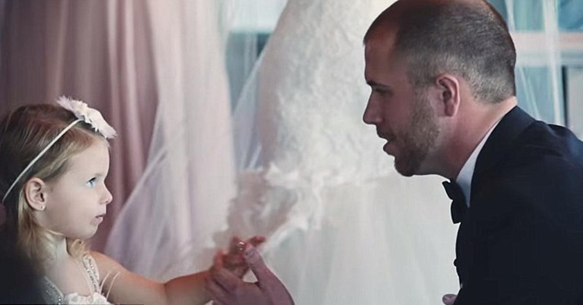 Noivo interrompe casamento para declarar seu amor de pai pela enteada 1