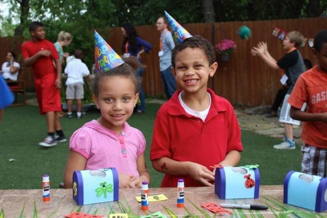 crianças de orfanato ganham festas de aniversário 2