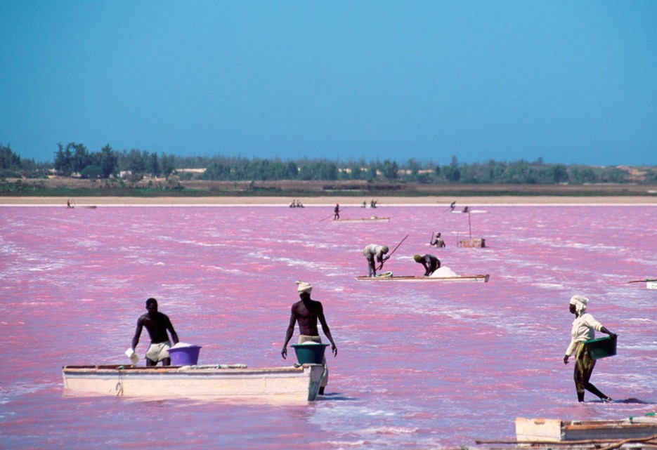 Lake-Retba-935x641