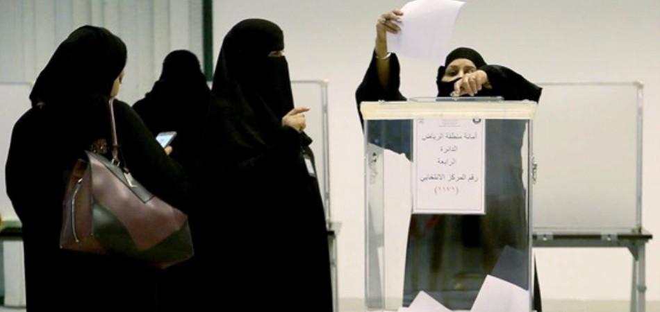 Mulheres concorrem e são eleitas pela 1ª vez nas eleições da Arábia Saudita 2