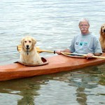 Para passar mais tempo com seus cães, senhor de 67 anos cria caiaque triplo 1