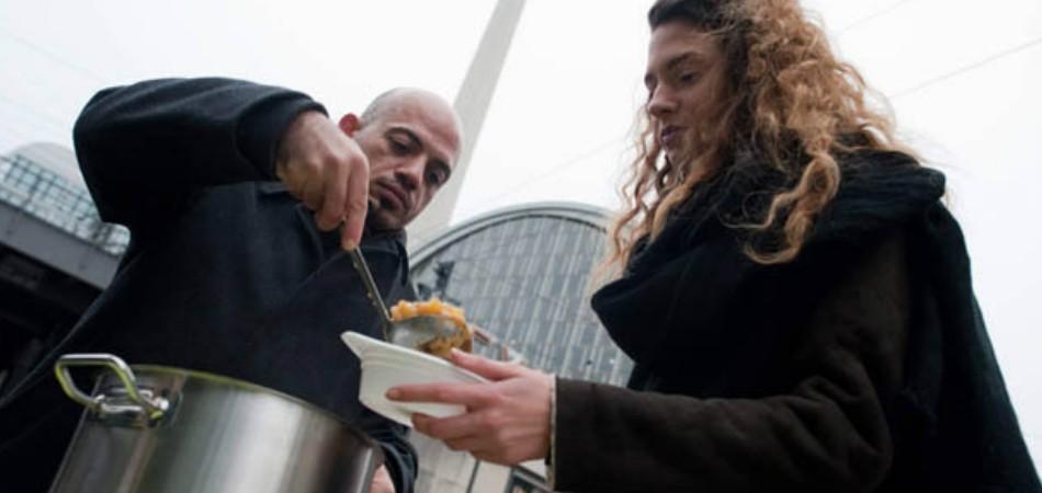 Refugiado sírio retribui gentileza de Berlim alimentando moradores de rua 1