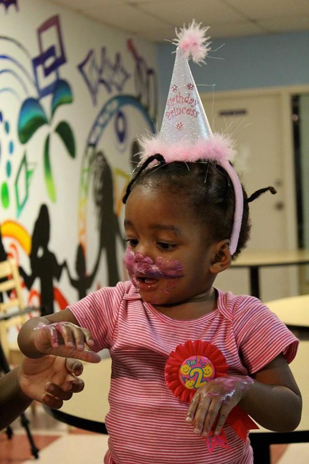 crianças de orfanato ganham festas de aniversário 6