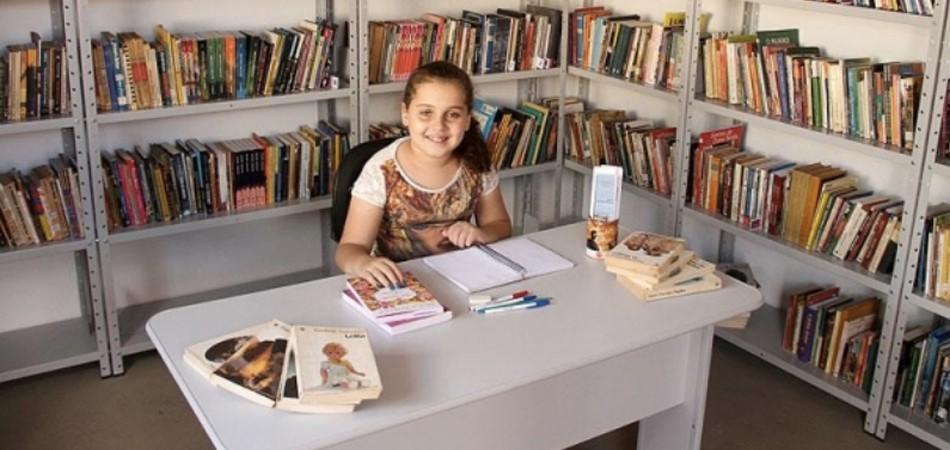 Com apenas 10 anos, garotinha monta biblioteca para incentivar crianças a ler 2