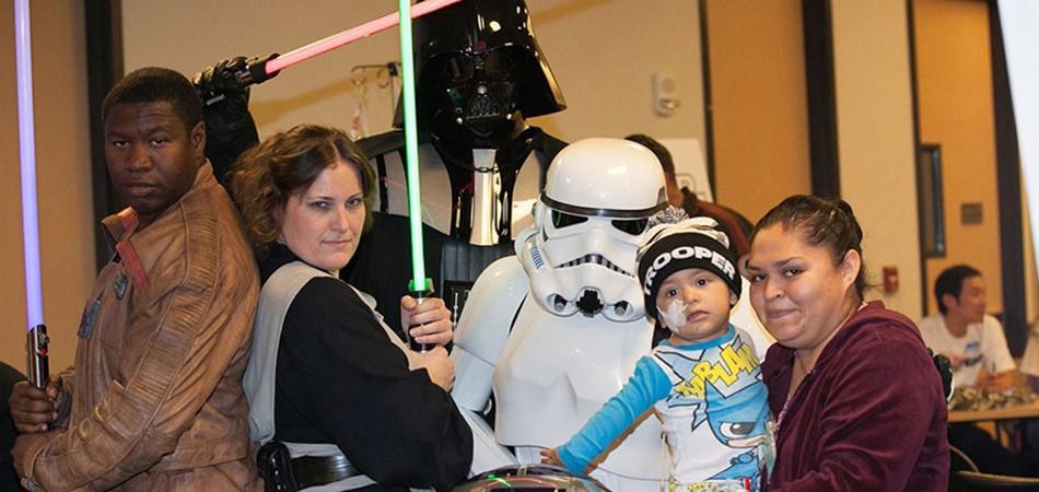 Elenco de Star Wars visita hospital infantil e emociona crianças 2