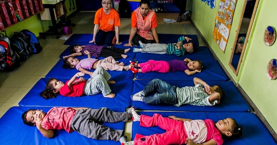 cei-lar-de-criancas-ananda-marga-tem-aula-de-yoga-na-zona-norte-de-sp-1367963422585_956x500