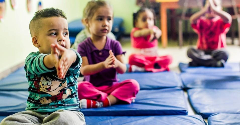 cei-lar-de-criancas-ananda-marga-tem-aula-de-yoga-na-zona-norte-de-sp-1367963449151_956x500