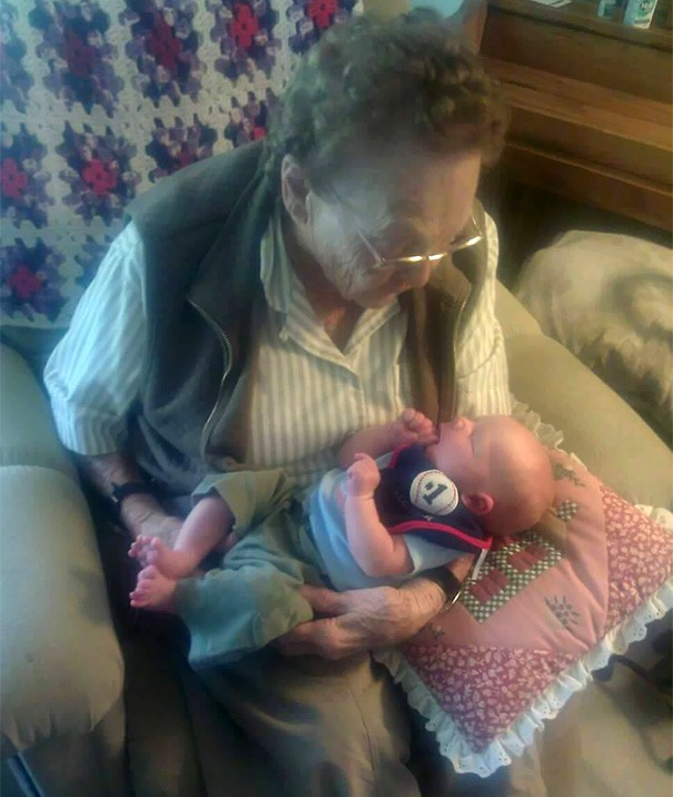 newborn-baby-girl-meets-grandma-101-year-difference-rosa-camfield-5