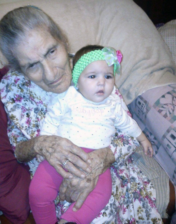 newborn-baby-girl-meets-grandma-101-year-difference-rosa-camfield-7