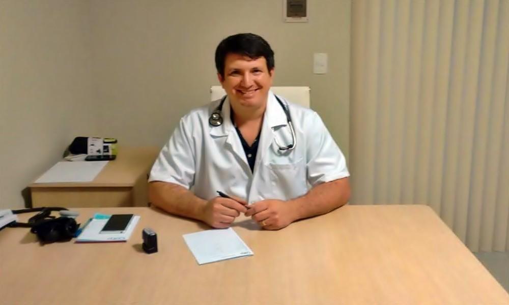 Médico atende gratuitamente pessoas carentes em sua clínica particular 2