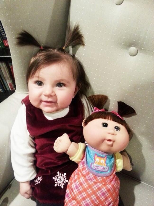 199355-650-1451240329-babies-and-look-alike-dolls-7__605