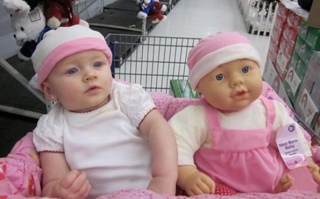 199405-650-1451240329-babies-and-look-alike-dolls-6__605
