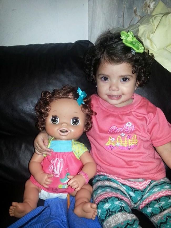 199605-650-1451240329-babies-and-look-alike-dolls-14__605