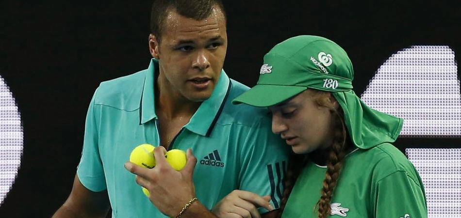 Tenista francês para jogo no Aberta da Austrália para ajudar uma jovem atingida por bola de tênis 5