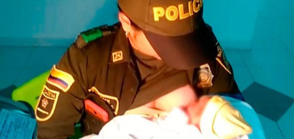 Policial amamenta bebê encontrado em mata com o próprio peito e o salva da morte 1