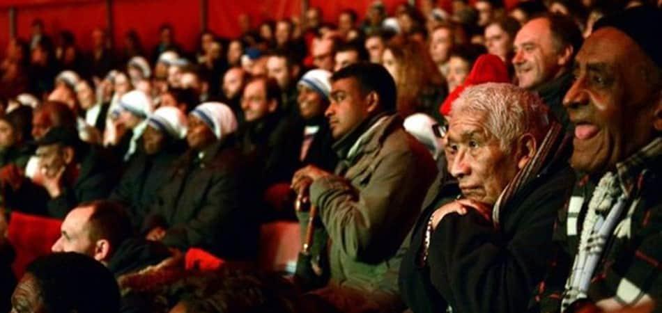 Papa Francisco convida 2 mil pobres e imigrantes para espetáculo circense 2