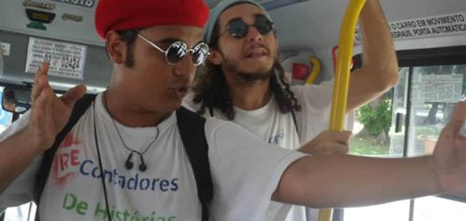 Artistas contam e recontam clássicos infantis em ônibus de Fortaleza 1
