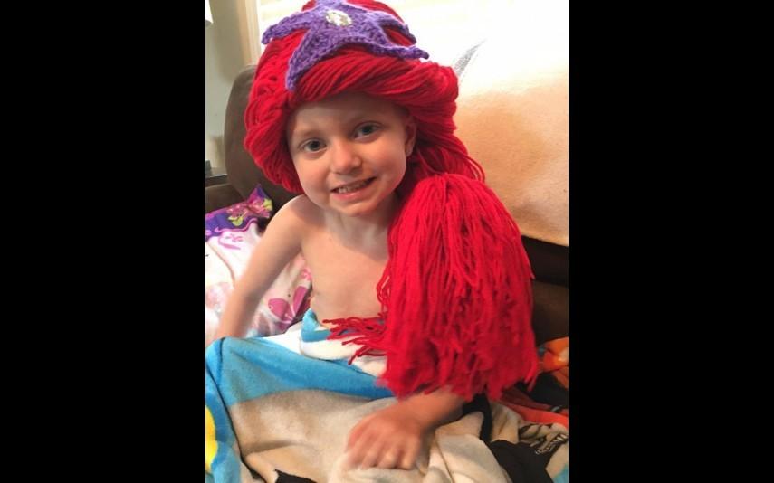 vip-pt-18080-noticia-mundo-enfermeira-cria-perucas-de-princesa-para-criancas-com-cancro_10