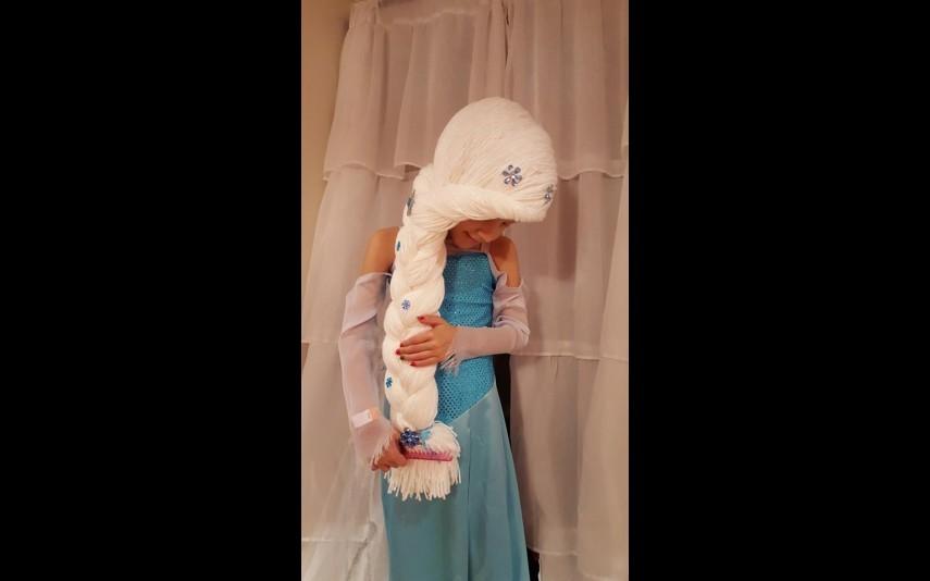 vip-pt-18080-noticia-mundo-enfermeira-cria-perucas-de-princesa-para-criancas-com-cancro_3