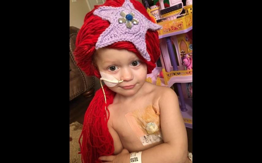 vip-pt-18080-noticia-mundo-enfermeira-cria-perucas-de-princesa-para-criancas-com-cancro_6