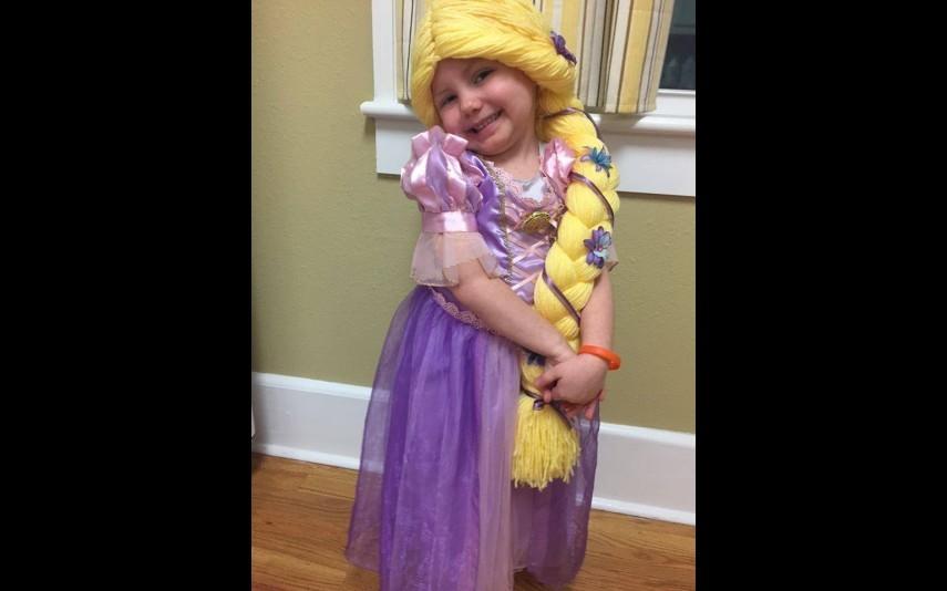 vip-pt-18080-noticia-mundo-enfermeira-cria-perucas-de-princesa-para-criancas-com-cancro_8