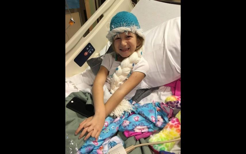 vip-pt-18080-noticia-mundo-enfermeira-cria-perucas-de-princesa-para-criancas-com-cancro_9