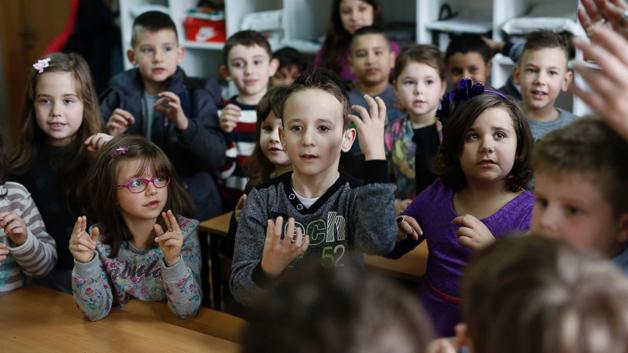 Crianças da 1ª série aprendem língua de sinais para se comunicarem com colega surdo 3