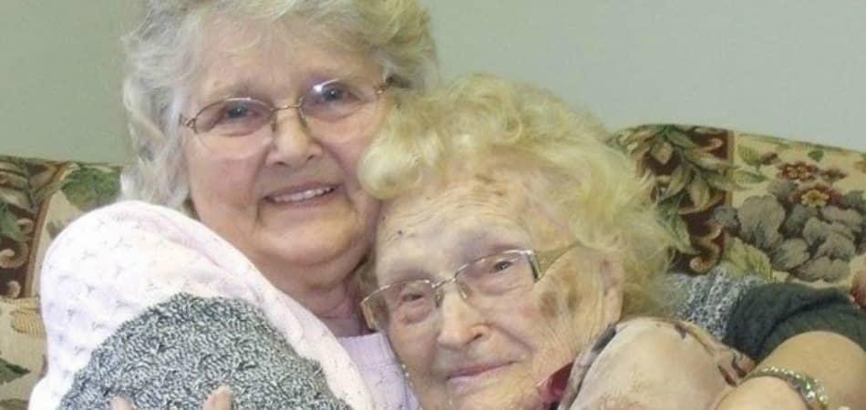 Mãe e filha se reencontram após 82 anos separadas, nos EUA 1