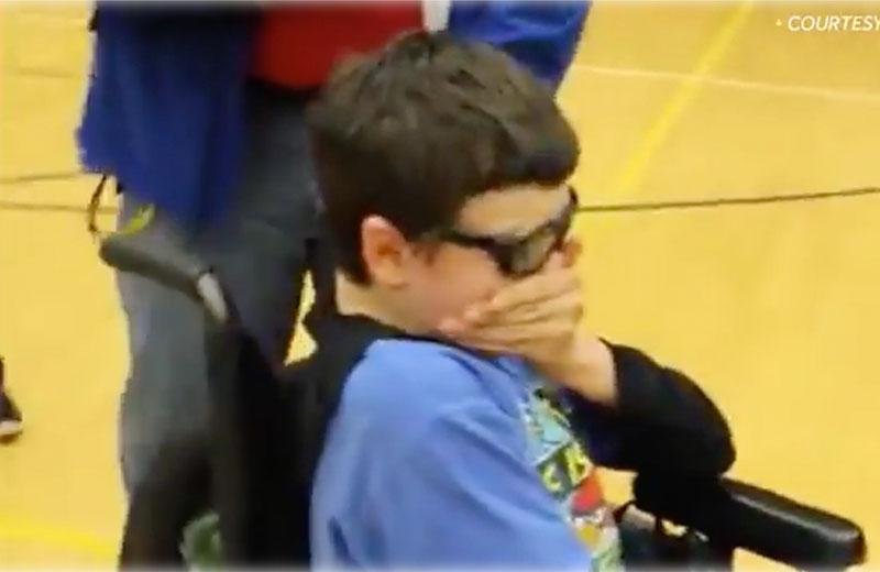 Aluna emociona amigo com deficiência ao convidá-lo para baile de formatura 9