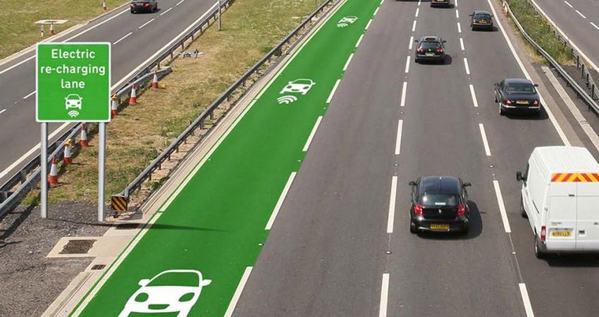 Inglaterra testa estradas que recarregam carros elétricos durante a viagem 1