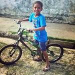 Menino de 7 anos junta moedas durante 6 meses e compra bicicleta dos sonhos 5