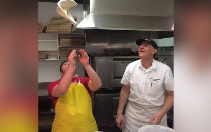 Pizzaria emprega funcionários com deficiências e faz sucesso nos EUA 1