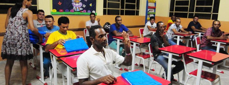 Detentos diminuem pena estudando e trabalhando fora do presídio 1