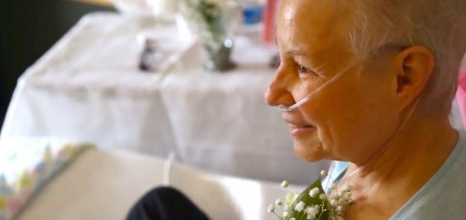 Para que mãe participasse, filho muda cerimônia de casamento para o quarto de hospital dela 2
