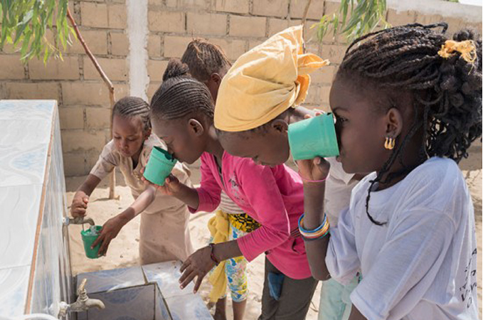 Giorgio Armani vai fornecer água potável para vítimas da tragédia em Mariana 1