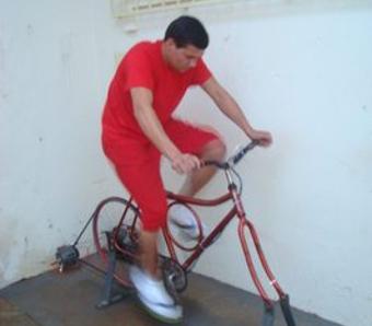 pedalando_presos_iluminam_praca_publica_em_santa_rita_do_sapucai_46145