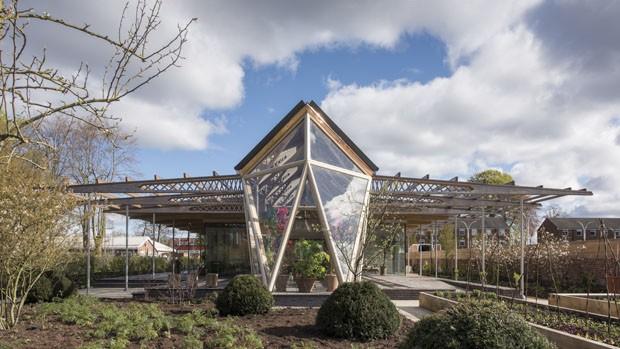 Centro de tratamento de câncer na Inglaterra usa a arquitetura como terapia 2