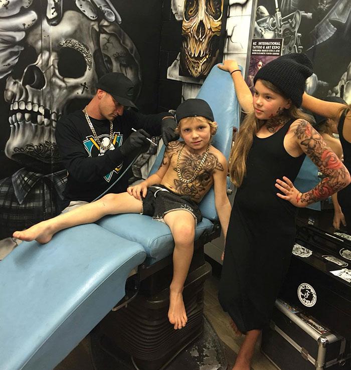 artista_cria_tatuagens_temporaria_em_criancas_doentes_para_tornar_a_vida_no_hospital_mais_alegre_7