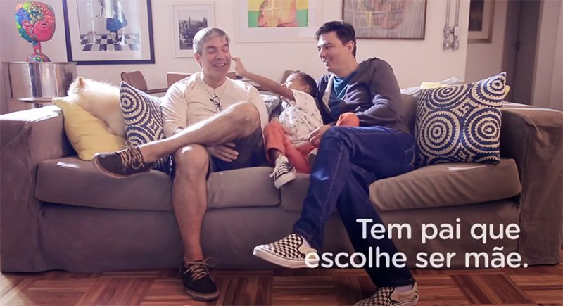 Casal gay participa de campanha do Dia das Mães da Gol 2