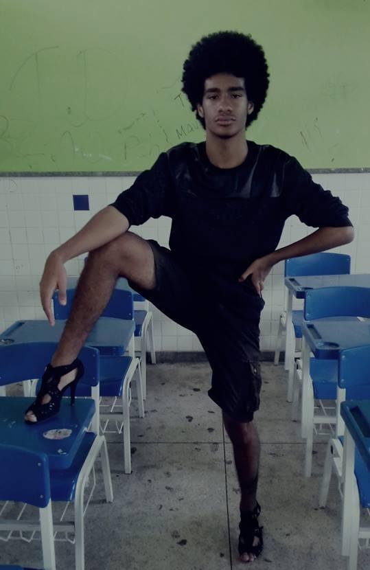 """""""Amanhã vou com um maior"""", diz jovem que foi à escola usando salto alto após causar polêmica 2"""