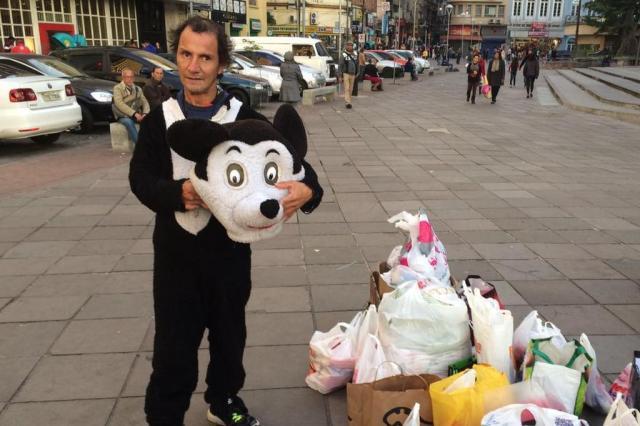 Mickey de Porto Alegre recebe doações após mobilização nas redes sociais