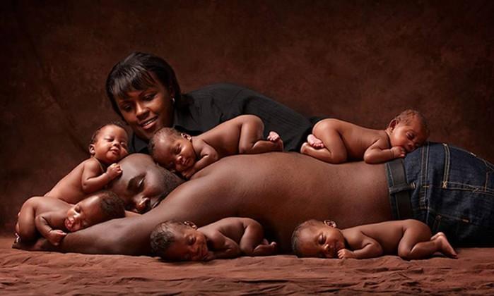 Seis anos depois, família que teve sêxtuplos recria foto que viralizou na internet 4