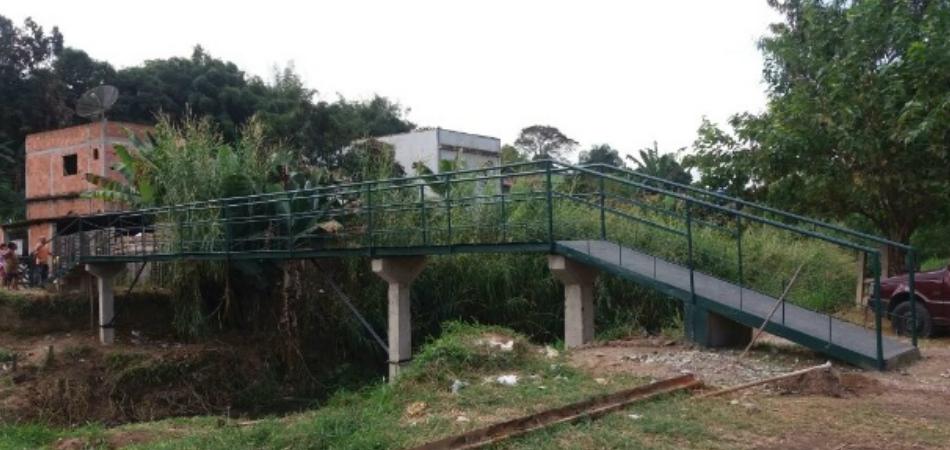 Com R$ 5.000 e cansados de esperar, moradores constroem ponte orçada em R$ 270 mil 1