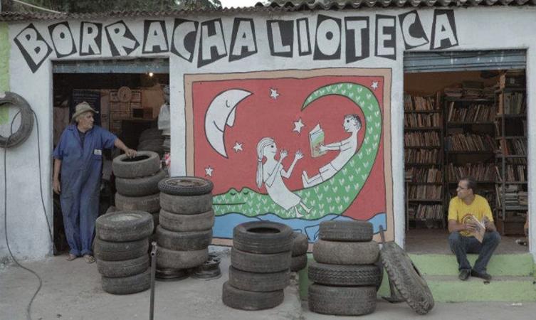 """""""Borrachalioteca"""" com mais de 12 mil livros fomenta a prática da leitura em cidade mineira 3"""