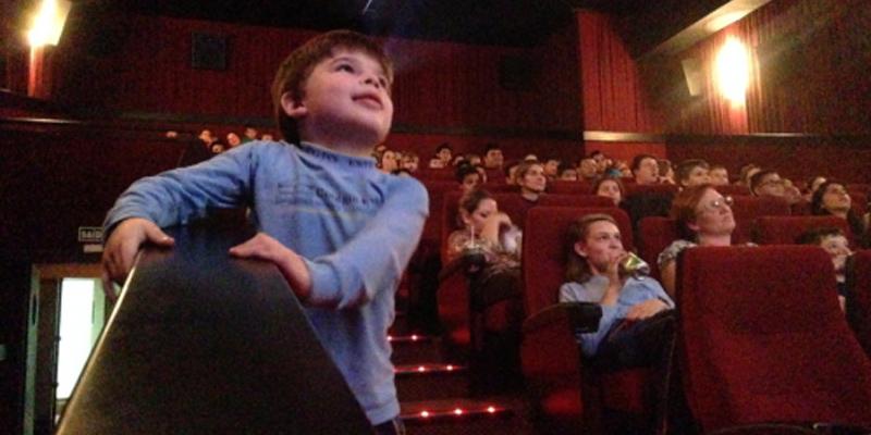 Crianças autistas ganham sessão especial de cinema no Kinoplex do Shopping Vila Olímpia (SP) 1
