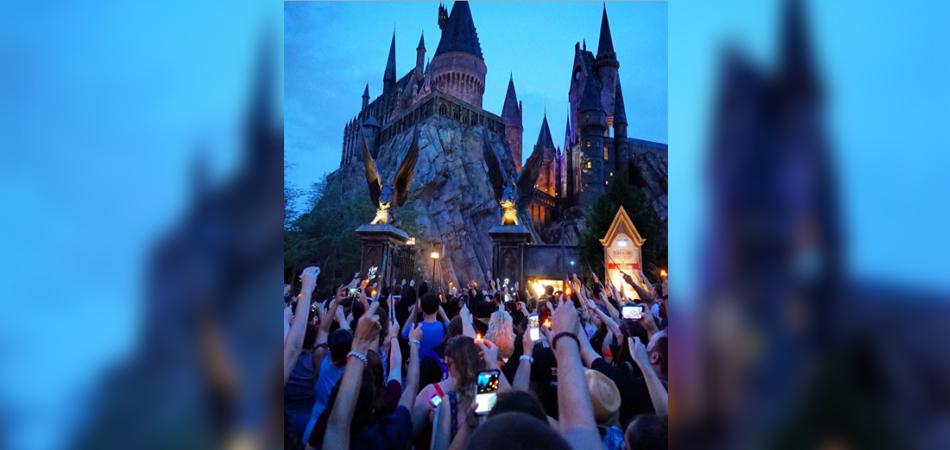 Funcionários do parque do Harry Potter fazem homenagem às vítimas do massacre de Orlando 1
