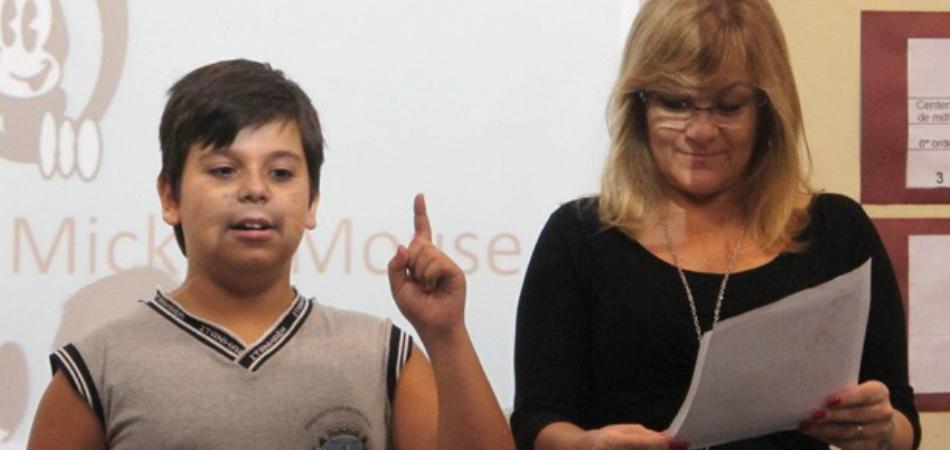 Menino austista de 10 anos vira contador de histórias em sua escola 1